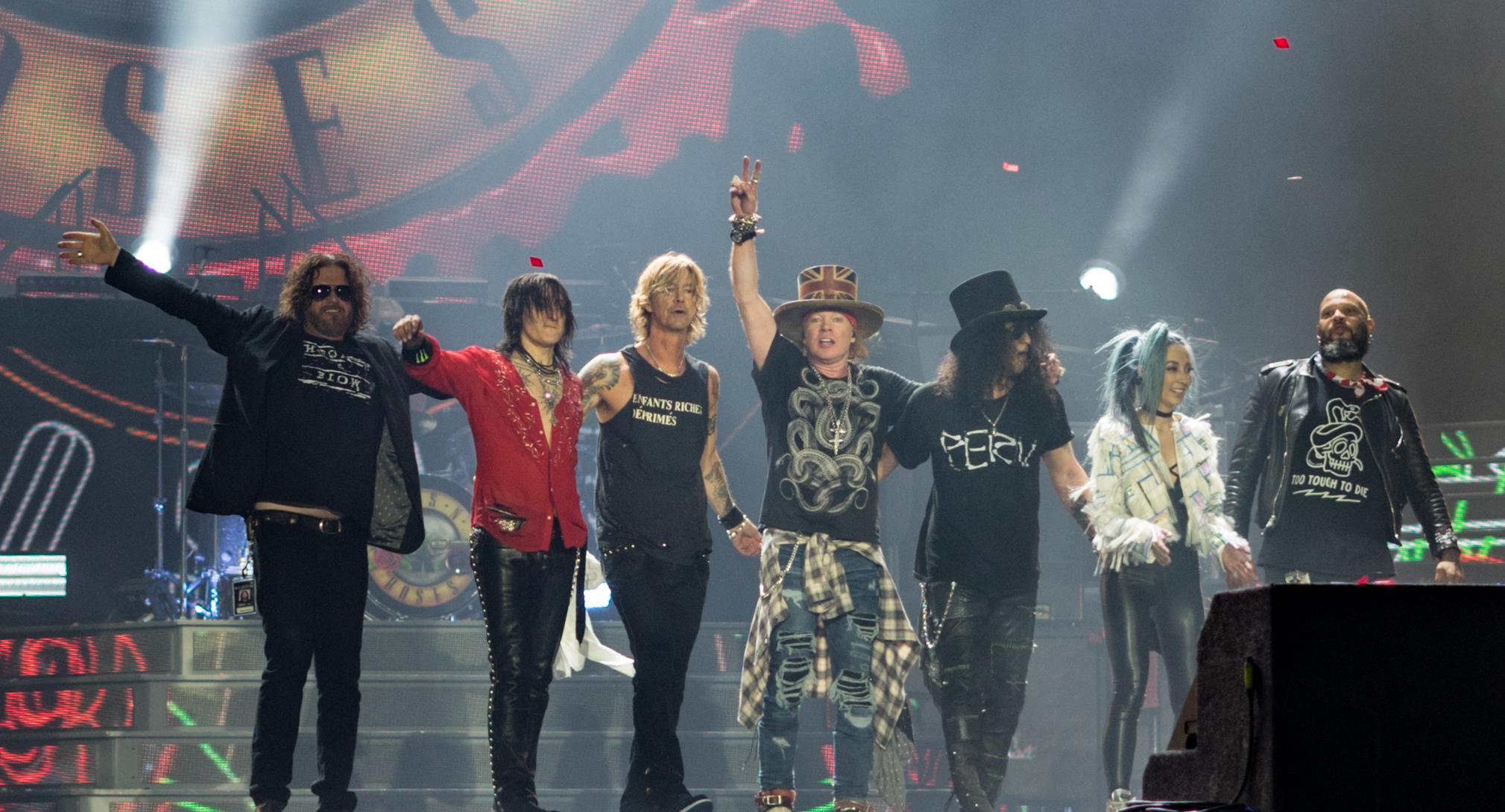 """Hrannar gagnrýnir komu Guns N' Roses til landsins: """"Óþarfi ... - photo#41"""
