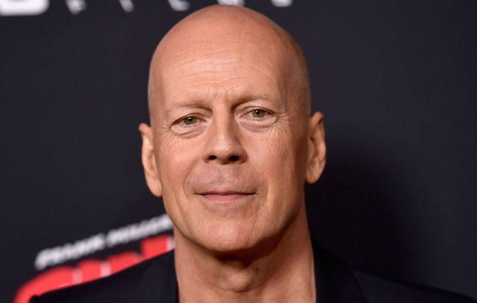 Bruce Willis rekinn úr verslun fyrir að neita að vera með grímu - DV